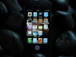 iPhone mit Stein